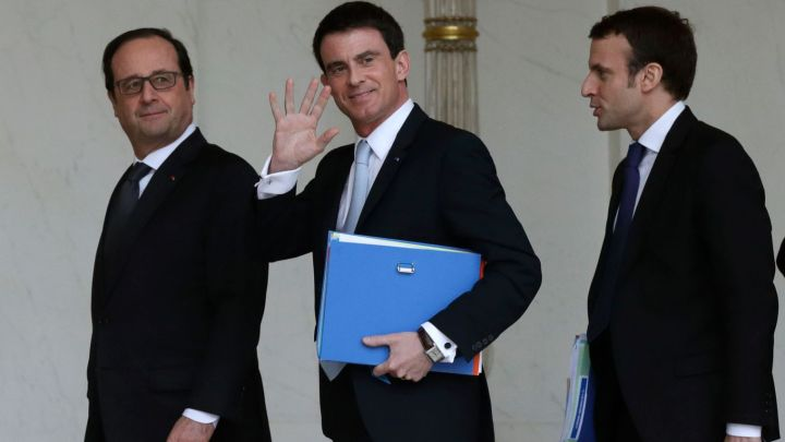 french-president-hollande-prime-minister-valls-and-economy-minister-macron-leave-the-weekly-cabinet-meeting-at-the-elysee-palace-in-paris_5581489.jpg