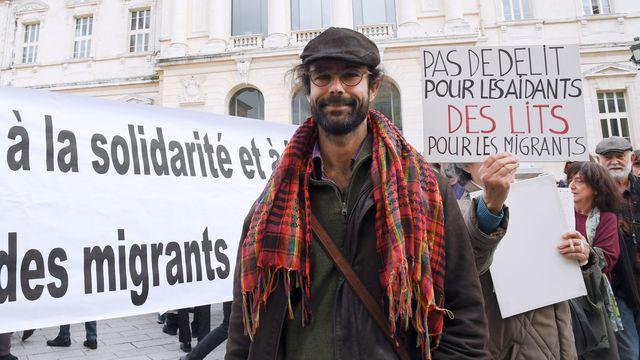l-agriculteur-cedric-herrou-devant-le-palais-de-justice-de-nice-le-4-janvier-2017-1_5774567